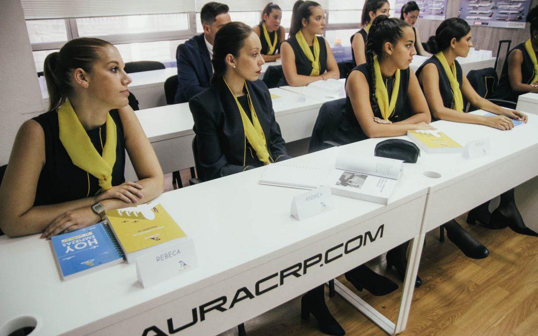 Auxiliares de vuelo, profesión de futuro al alcance de los ourensanos